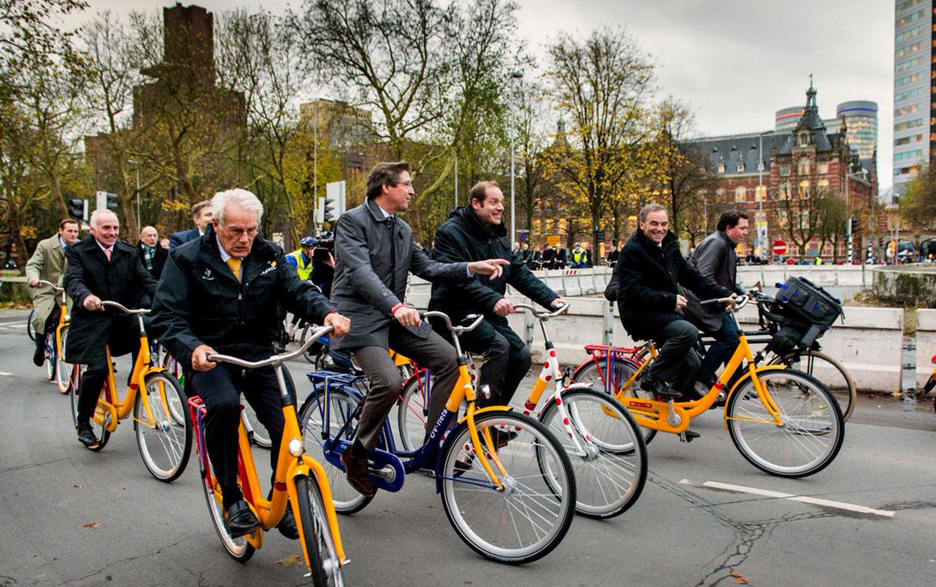 Rei per fiets of openbaar vervoer
